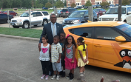 Hyundai's Zafar Brooks with Texas students who benefit from the Hyundai ST Math Initiative (PRWEB).