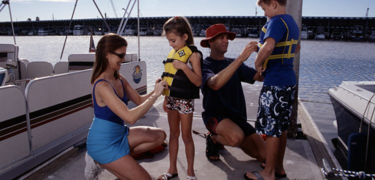 A new multimedia campaign promotes the use of life jackets among Latino families